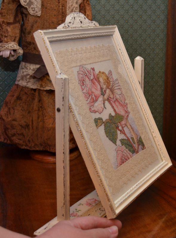 Фея Розы в старинной рамке-качели