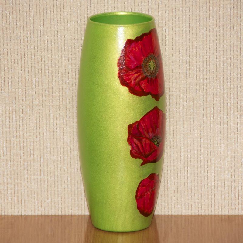 Зелёная с красными цветами