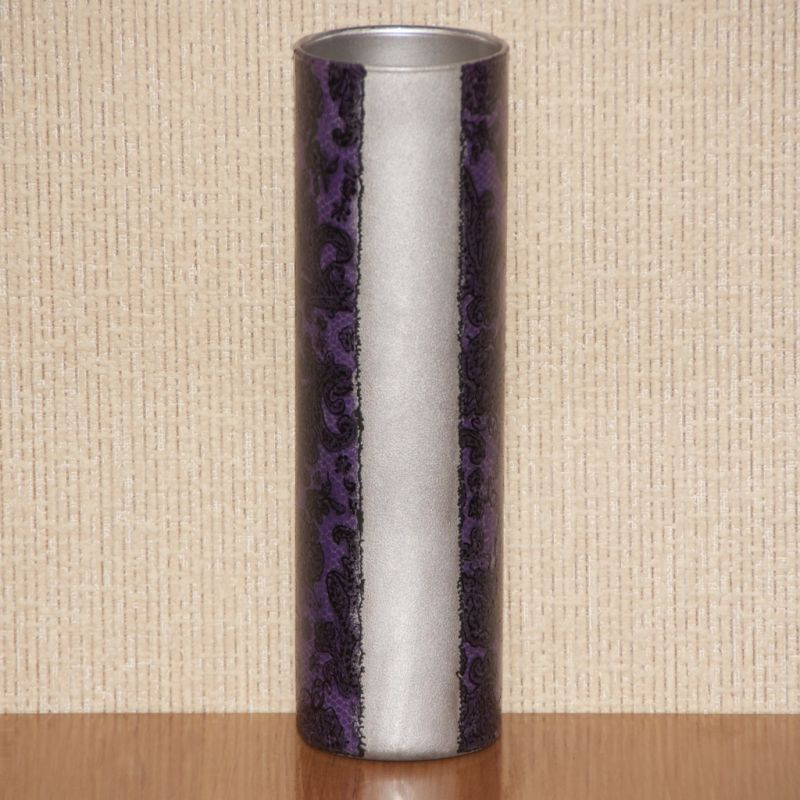 Серебристая цилиндрическая