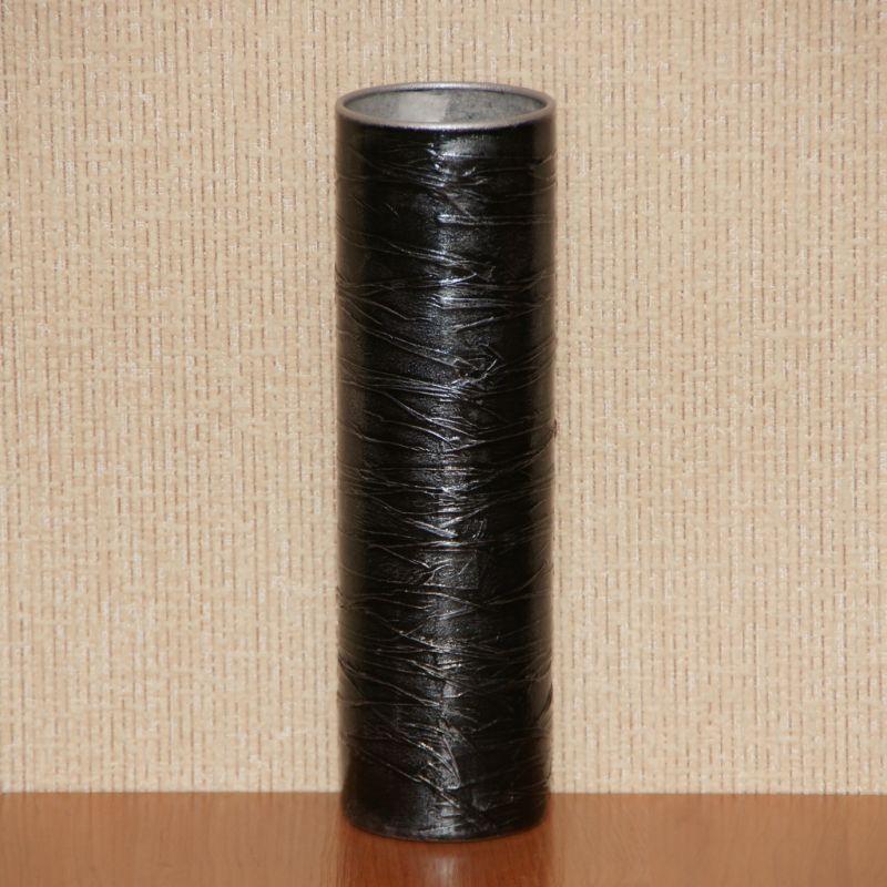 Чёрная цилиндрическая