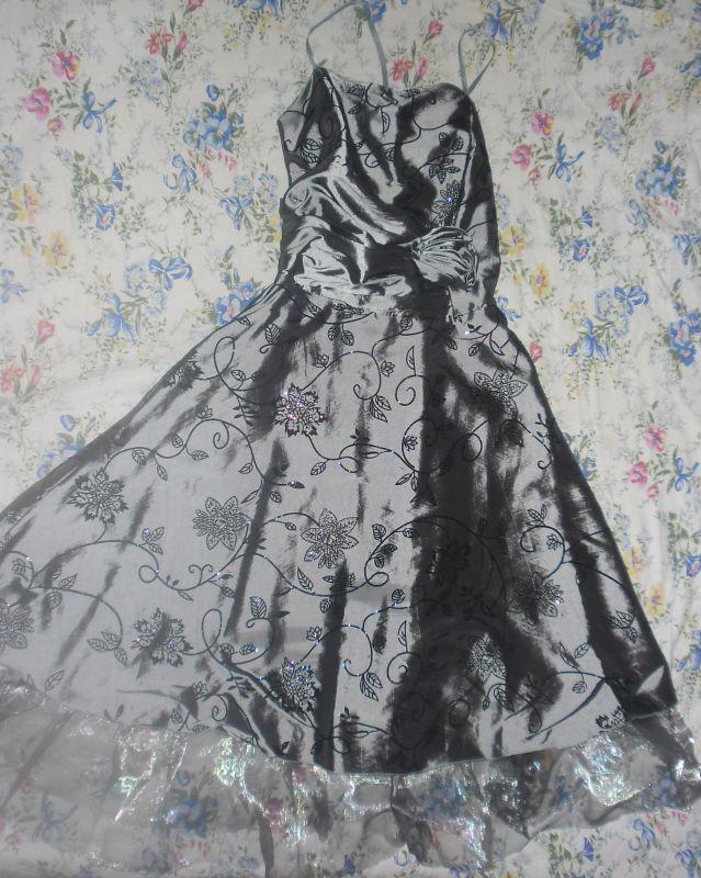 серое платье