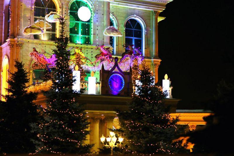 Санта Клаус спешит поздравить всех детей с Новым 2013 годом