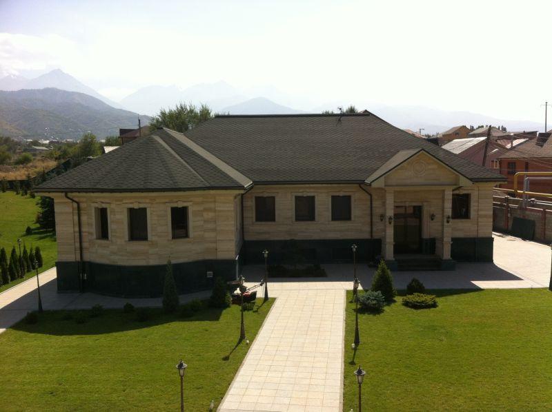 дом из травертина и мрамора в Баганашиле выполнен компанией www.sfs.kz