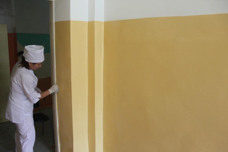 День третий, свежевыкрашенная стена