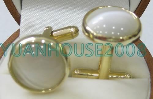 Элегантные мужские запонки с белым опалом в огранке из покрытия желтым золотом