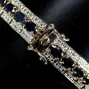 Роскошный браслет, крупные сапфиры в окружении бриллиантовой крошки