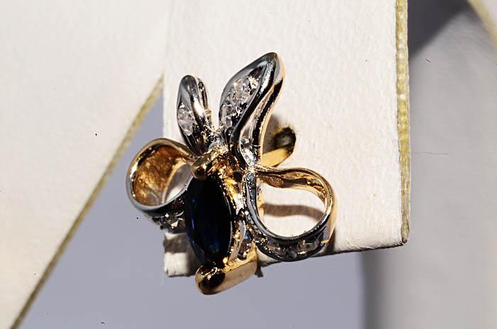 Бриллиантовый бантик с сапфиром