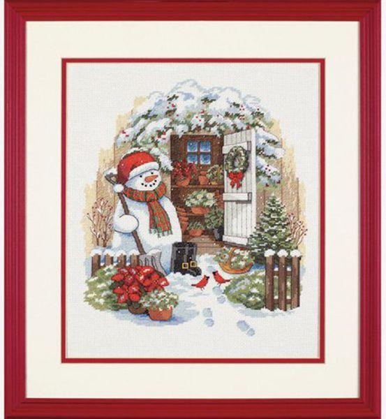 Garden Shed Snowman (Снеговик во дворе)