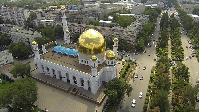 Верхний ракурс на центральную мечеть г. Алматы.
