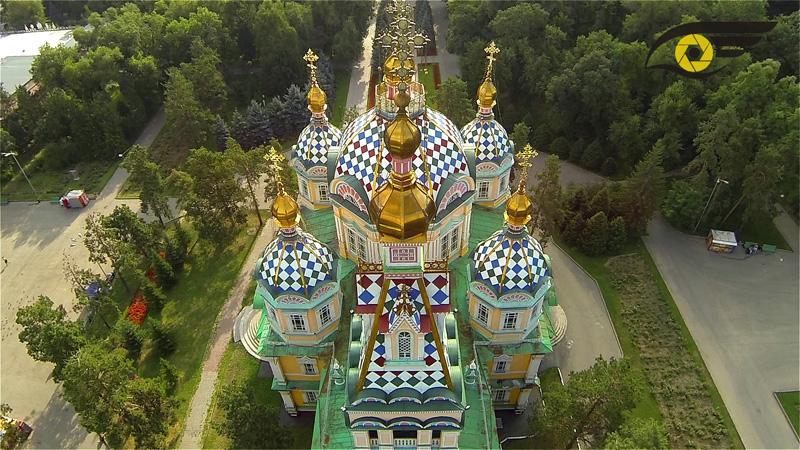 верхний ракурс на кафедральный собор в парке
