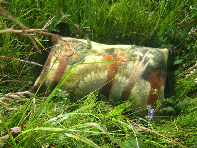 "Войлочная подушка ""Райский сад""."
