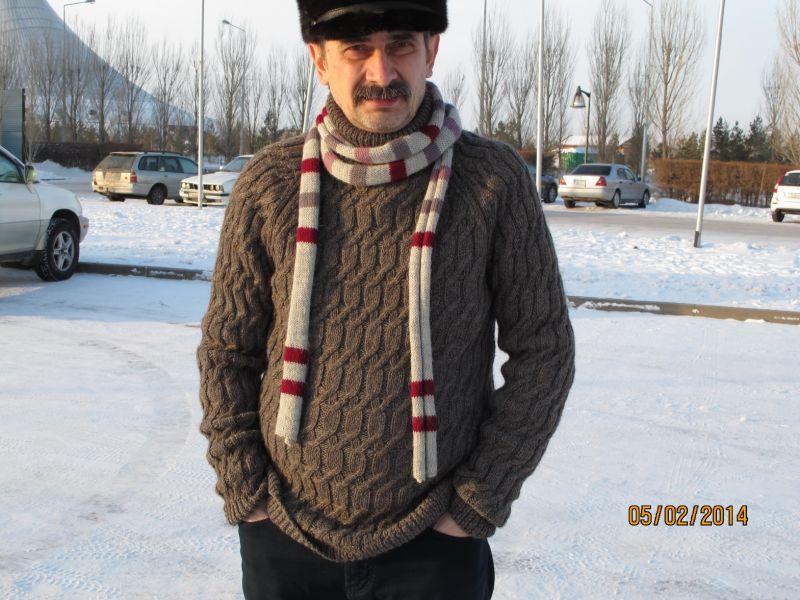 свитер вязаный аранами