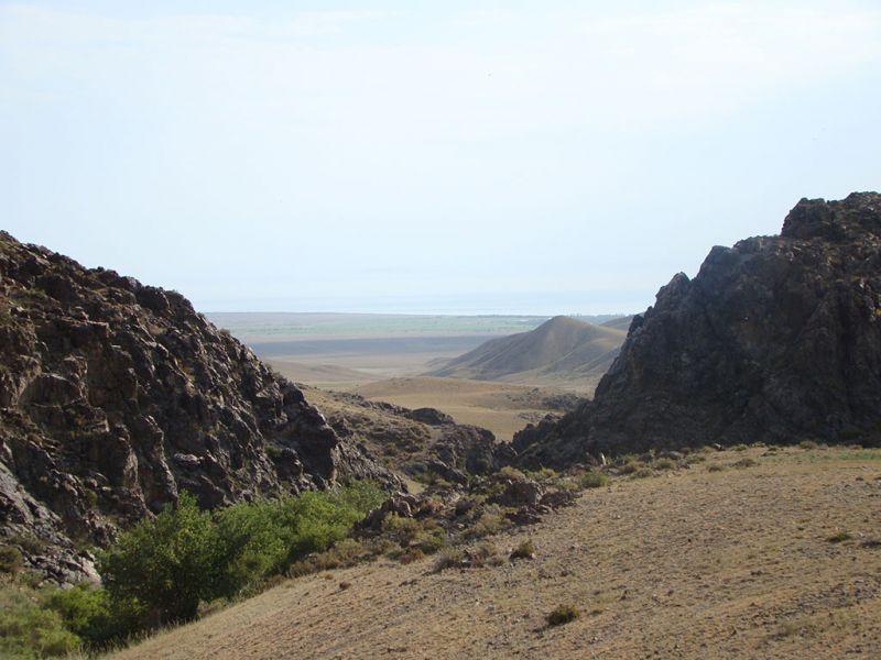 Вид на Алаколь с горной дороги