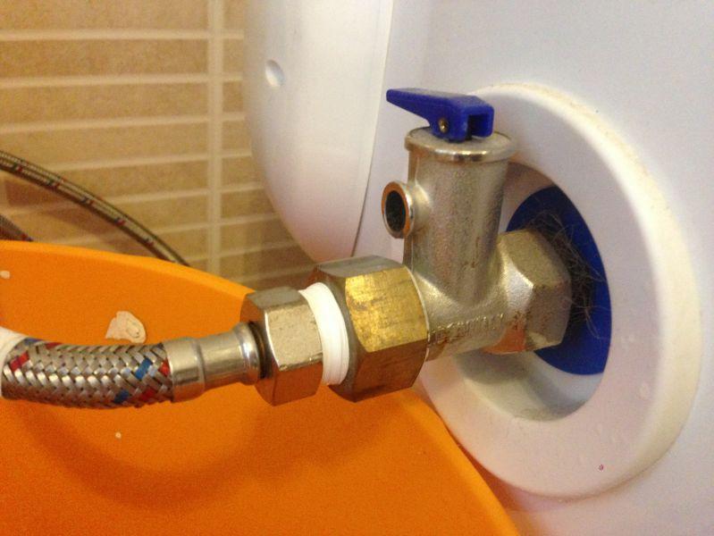 Обратный клапан со сбросом избыточного давления на бойлере