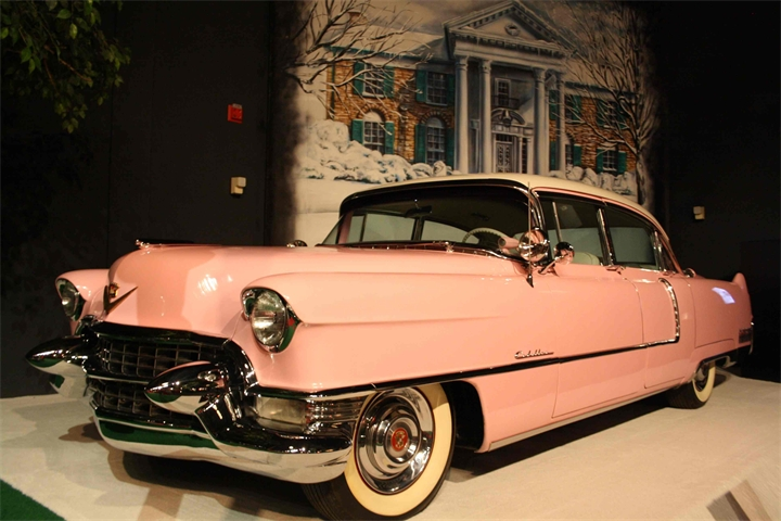 Rozovyy Cadillac Elvisa