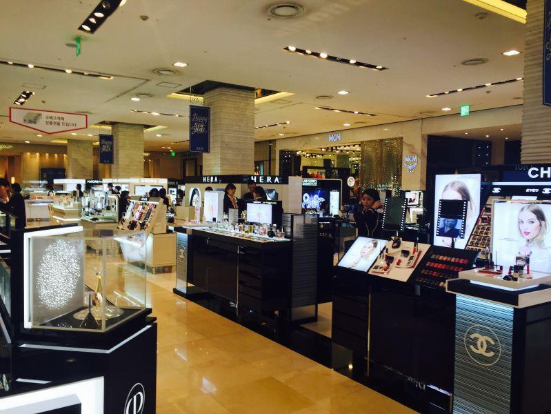 представлены все мировые косметические и парфюмерные бренды