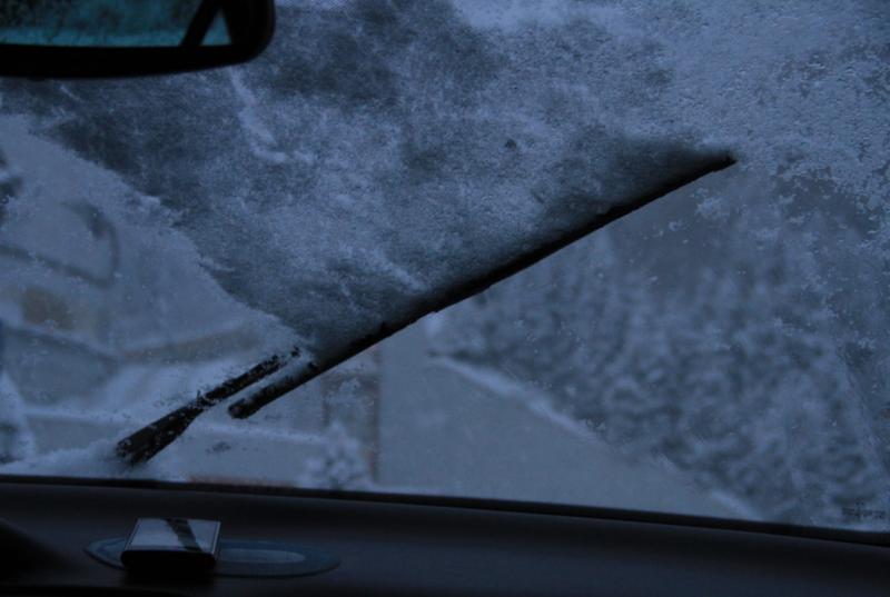 щетки с подогревом очищают лобовое стекло при любом снегопаде