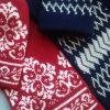 Вязаные шапка и шарф с жаккардовым рисунком
