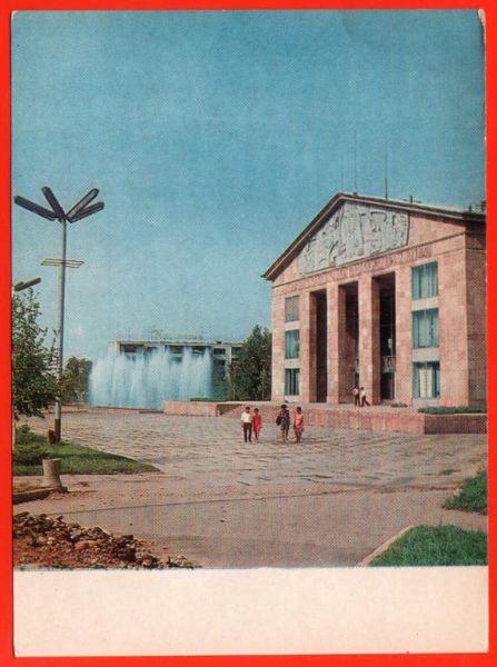 08338 alma Ata 60 E kazakhskij akademicheskij teatr dramy auezova kazakhstan fontan chistaja