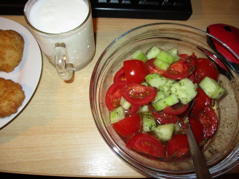 Кефир и салат