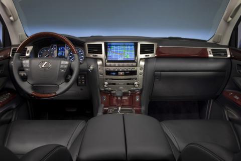 12-01-08-2013-lexus-lx-570-interior-thumb.jpg