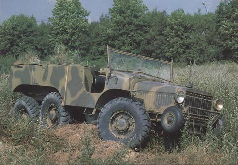 492-231 Laffly W15T.jpg