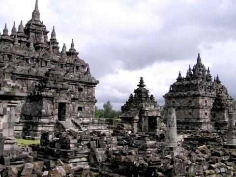 Храмовый комплекс Памбанан в Индонезии (6).jpg