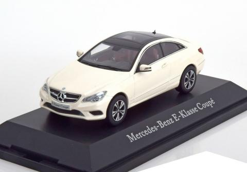 Coupe-Mercedes-E-Klasse-C207-Kyosho-B6-696-0193-0.jpg