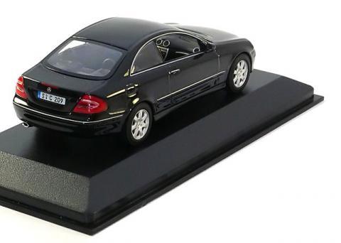 Coupe-Mercedes-CLK-Minichamps-400-031425-2.jpg