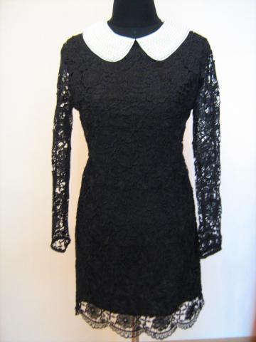 Черное гипюровое платье с вязанным