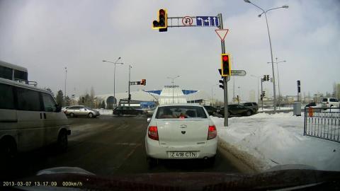 светофор на Мирзояна-Мунайтпасова.jpg