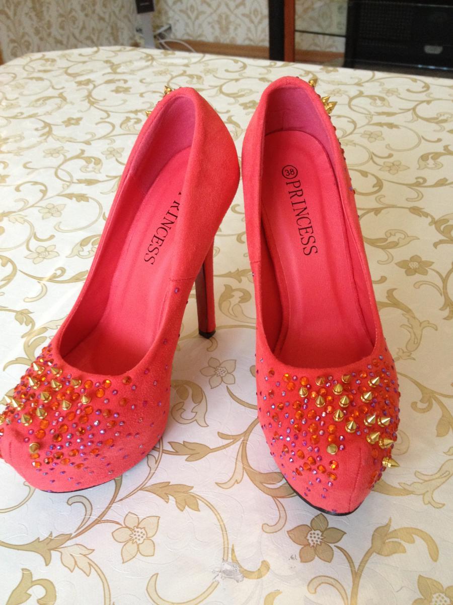 Женская обувь. Компании. Шикарные туфли для шикарных дам!!!! . Размеры 37