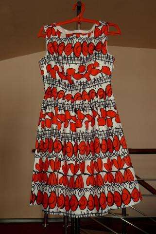 платье с алыми цветами.JPG