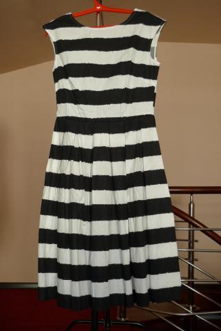 платье в черно-белую полоску.JPG