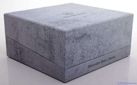 Limousine-Mercedes-230E-W123-Minichamps-B6-605-5942-4.jpg