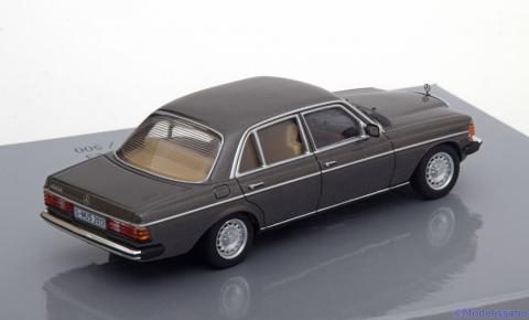 Limousine-Mercedes-230E-W123-Minichamps-B6-605-5942-2.jpg