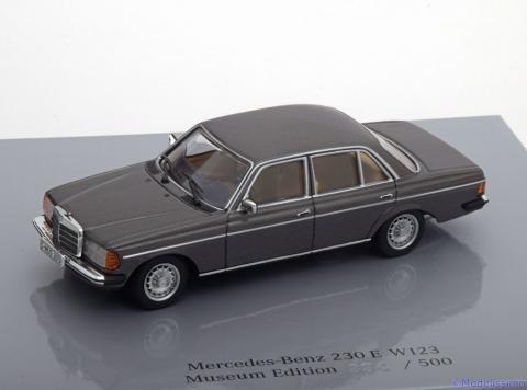 Limousine-Mercedes-230E-W123-Minichamps-B6-605-5942-0.jpg