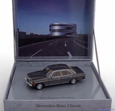Limousine-Mercedes-230E-W123-Minichamps-B6-605-5942-6.jpg