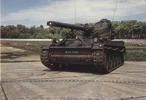 1 CHAR AMX 13.jpg