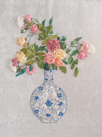 Розы в китайской вазе.  3200грн. розы вышитые лентами, узоры для вышивки лентами, подарки к 8 Марта...