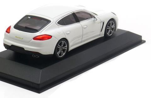 e-Hybrid-Porsche-Panamera-Minichamps-WAP-020-720-0E-2.jpg
