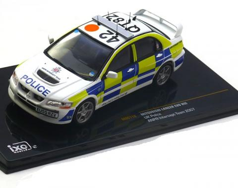 UK-Police-Mitsubishi-Lancer-Evo-8-Ixo-MOC110-0.jpg