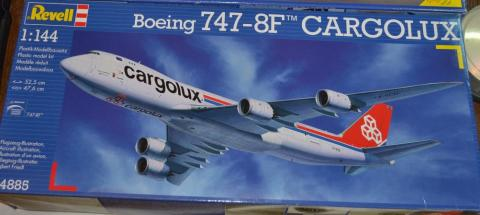 Boeing 747-8 Cargolux box Revell.jpg