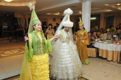 Казахские свадебные платья в