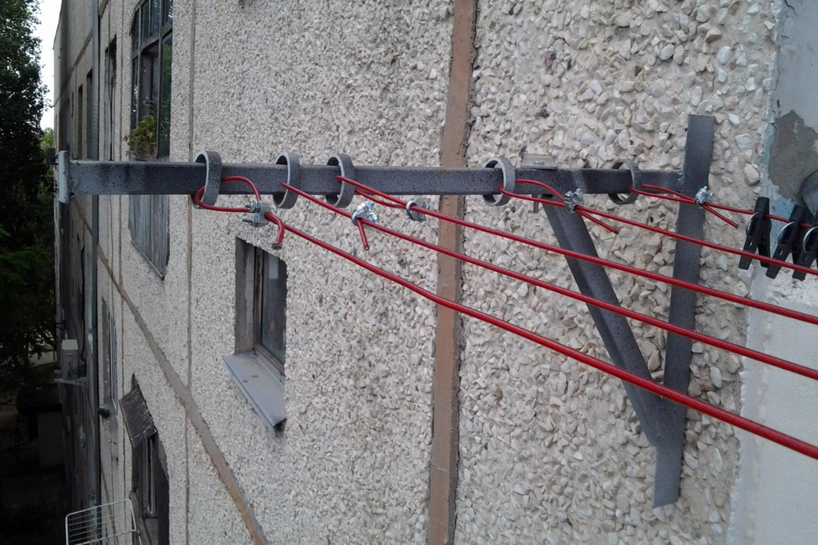 Сушка для белья на балконе своими руками фото