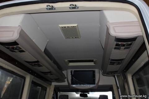 Потолок в микроавтобус с бежевыми шахтами_01.JPG