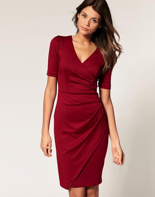 Платье-футляр бежевое с золотыми и серыми вставками и коротким рукавом