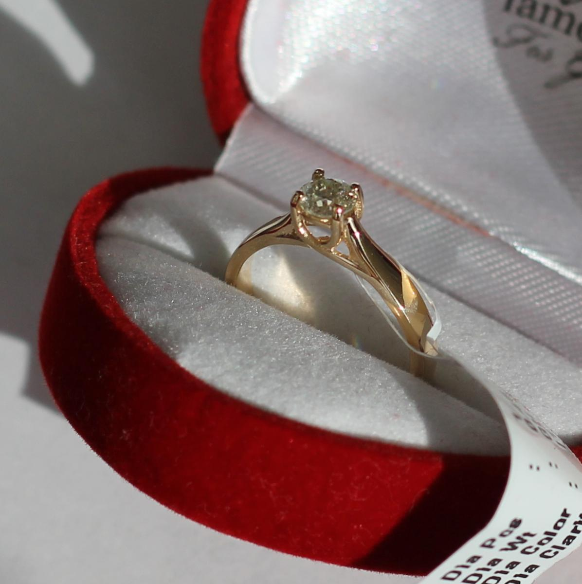 Кольцо подарок от мужа фото