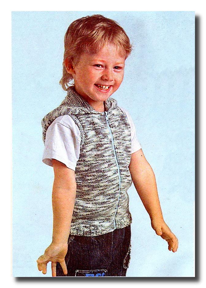 Жилет для мальчика вязаный спицами ирландским узором.,спица. . Ясно, что самое главное здесь, как связать кокетку